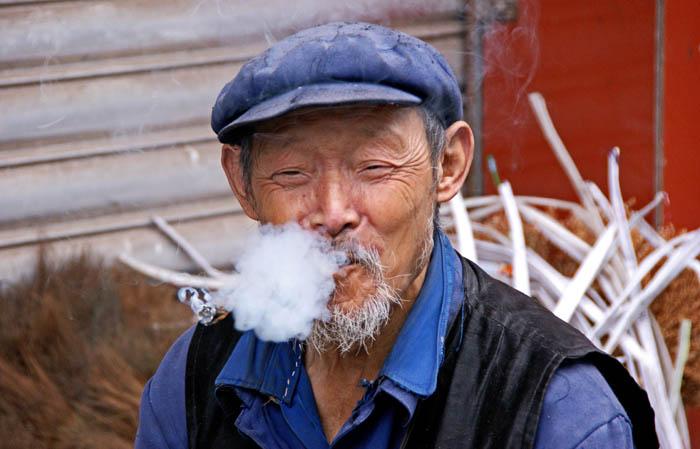 rokende man, China