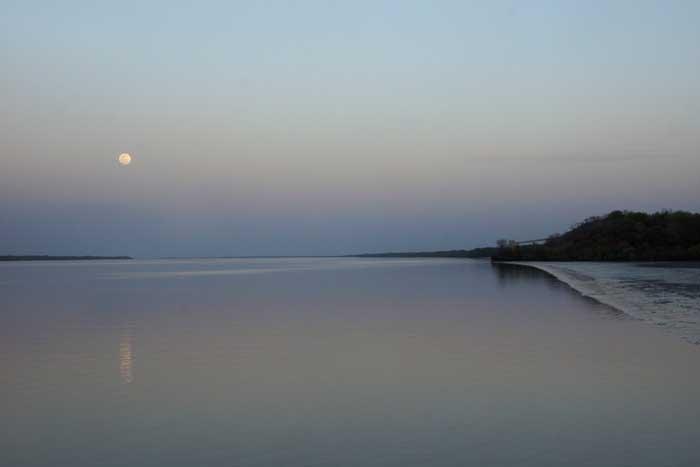 Gambia rivier maan avondsfeer