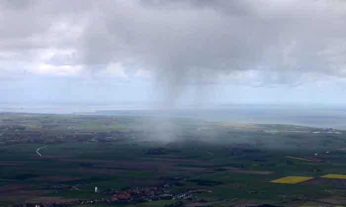 luchtfoto bui regen Texel