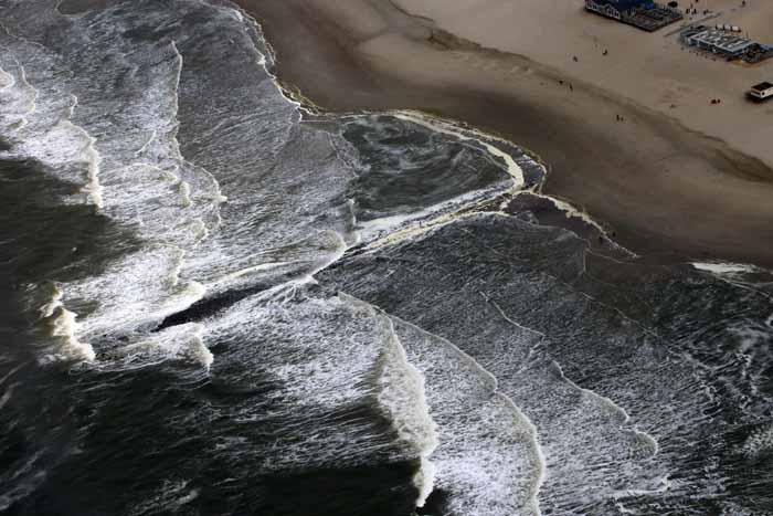 zee vloed branding strekdam luchtopname Texel